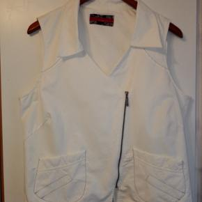 Diverse tøj og sko; skjorter, polo, jakke. sweaters,tasker Flere køb giver rabat.
