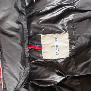 Sælger den rigtige fine moncler jakke!  Fitter 185-195 str xl