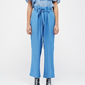 MADELIN RAYON BUKSER  Se også den lyseblå bluse, der hører til, blandt mine øvrige annoncer :-)