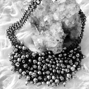 ✨Smuk statement halskæde med sølv perler✨  📬 Køber betaler for forsendelse 📬
