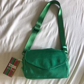 Sælger denne mega fede taske fra Daniel Silfen, den er helt ny stadig med tags! Byd gerne:)