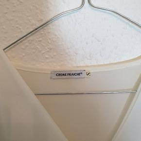 Smuk bluse fra Creme Fraiche, næsten som ny.