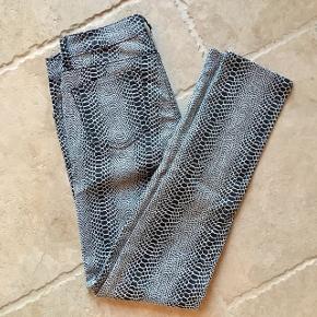 Mønstrede jeans med god pasform - fin stand, kom gerne med realistisk bud 👖