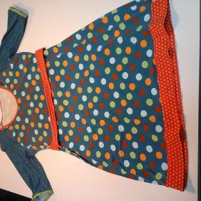 Varetype: Kjole Størrelse: 44 Farve: Multi  Smart kjole fra porcelinge. Brugt, men stadig mange gode timer i den. Den er duset i stoffet. Byd. Plus porto