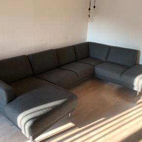 Sofa fra Ide Møbler sælges grundet flytning. Købt 1/8 - 18 til 8000kr med chaiselong, men først taget i brug 1/10 - 18  Fejler intet og fremstår som ny. Kom med et bud😊