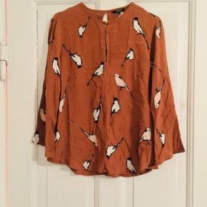 Smuk bluse af mærket mbyM i str XS Med fugle print🕊