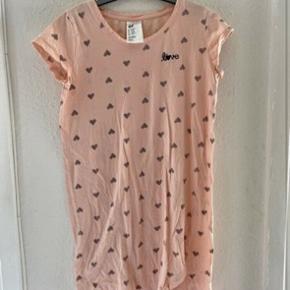 H&m kjole 146/152  -fast pris -køb 4 annoncer og den billigste er gratis - kan afhentes på Mimersgade 111 - sender gerne hvis du betaler Porto - mødes ikke andre steder - bytter ikke