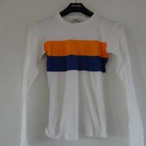 Varetype: t-shirt Farve: Råhvid Oprindelig købspris: 499 kr.  Brugt 2 gange - derfor sat som ny