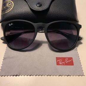 119d0920f6ca Rayban Erika solbriller i sort. Ny pris var 1200 kroner. De er nærmest  aldrig