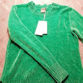 Smart grøn bluse. Dejlig blød og let. Helt ny