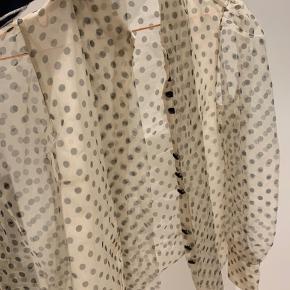 Pæn skjorte fra zara Aldrig brugt 10/10 Købt i udlandet  Np 550kr Mp 350kr ekskl fragt