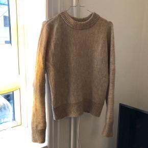 Fineste mohair/wool blend fra H&M købt for ca. 1 år siden. Har brugt den måske 3-4 gange. Den er varm og dejlig at have på 😊