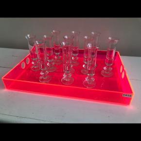 Bodum glas 11 stk for 100 kr. dvs stk pris er ca 14 kr. Se også bakke fra neon Living mv