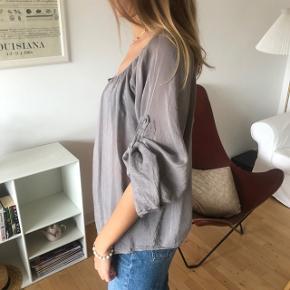 Fin lilla støvet bluse 30% silk  70% bomuld Small