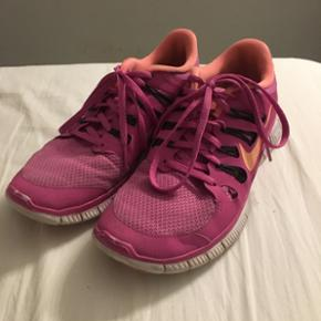 Nike free sko, str. 40,5 men passer mere en str 40.
