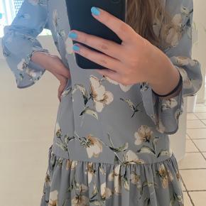Sød kjole, kun brugt få gange. Åben for bud.