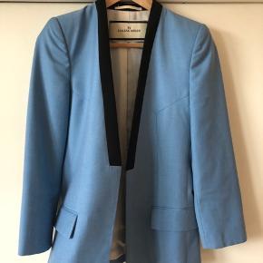 Sælger denne smukke blazer fra Malene Birger da jeg ikke får den brugt. Den er kun brugt et par gange og fremstår derfor næsten som ny. Bytter IKKE! Køber betaler porto. Har mobile pay.