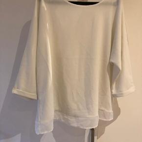 Flot hvid bluse. Fir stor pga vægttab