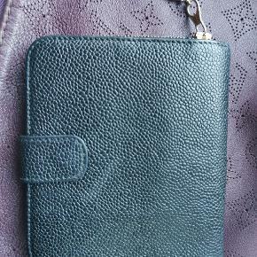 Chanel caviar zip wallet . Måler 14x13 cm