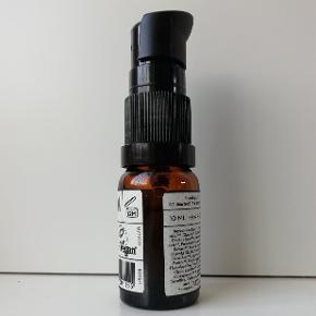 Ecooking  Ansigtsmist Skin Tonic Facial Mist: 50 ml. brugt få gange  Wet wipes vådsevietter: Aldrig brugt og aldrig åbnet  Fugt Moisturizing Serum: 10 ml. brugt få gange