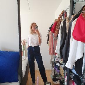 Mørke jeans fra ASOS tall. De er en størrelse 26/36 (26 i livet, 36 i længden). Kan sendes med DAO eller afhentes i Risskov Brynet