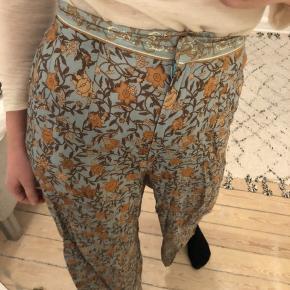 Bukser med print fra H&M - de var meget populære, da de var i butikken. Str. 36 ✨ #30dayssellout