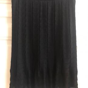 Missoni M nederdel  Strikket klassisk kvalitet  Aldrig vasket  Brugt 1 gang  Str 34 (men passer en 36)   Mp 500kr