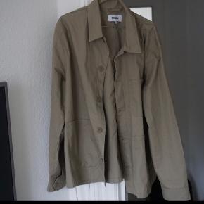 Weekday jakke,der stort set ikke er brugt