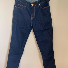 Brand: Lee  Stylenavn: Elly Materiale: 85,5% bomuld, 13% polyester og 1,5% elastan  Str: W27 L31