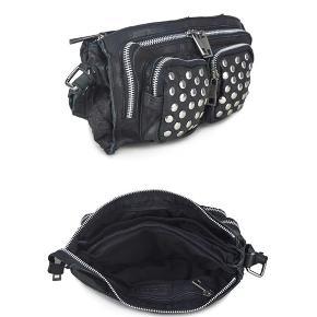 Nunoo Stine taske, vasket skind, disco. Super fed taske, plads til meget. Fra januar 19 og har ikke været brugt mange gange, derfor ingen tegn på slid. Bytter meget gerne med en nunoo Helena disco taske, dog i ligeså god stand, som min  egen.   ☀️Tjek mine øvrige annoncer☀️