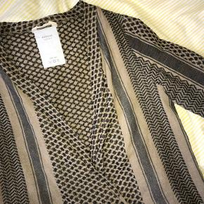 Super fin bluse fra Cecilie Copenhagen🌸 fremstår som ny. - køber betaler selv for fragt!