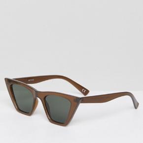 Asos cateye solbriller  Rigtig fede, klæder mig desværre ikke Helt nye