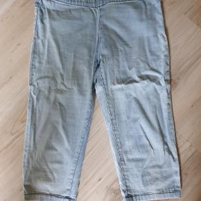 Stumpe leggings (går til lige under knæet) Meget pæne og velholdte.  BYD gerne - kig forbi mine andre annoncer og spar penge på også på portoen 😉