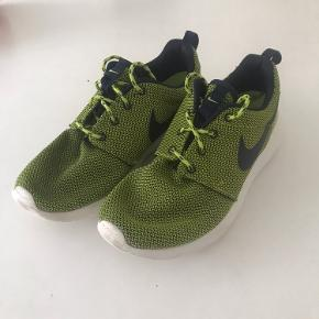Nike sportssko  Næsten ikke blevet brugt, derfor i rigtig god stand.  Sendes med dao, eller afhentes på Østerbro.