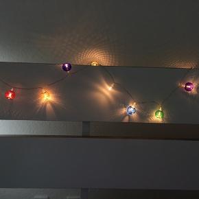Sælger disse LED-lys i multi-farve 🌈 Fem AA-batterier medfølger i prisen