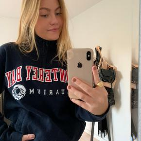 Mega fed vintage champion sweater med lynlås, den er virkelig fed og der er ikke de store tegn på slid.  Røgfrit hjem