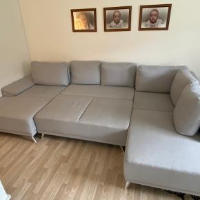 Lækker sofa, som kan lavet til en sovesofa, men opbevaring under.
