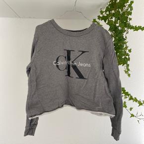"""Alm sweatshirt, klippet til """"crop""""   Prisen er sat herefter"""
