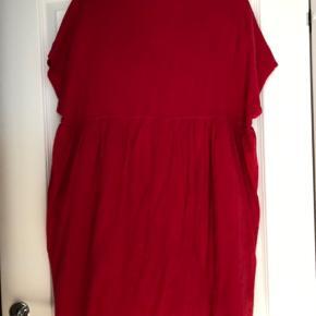 Super fin kjole med foer i underdelen. Str er M/L Bm ca 2x58 cm Hel længde ca 89 cm Bytter ikke