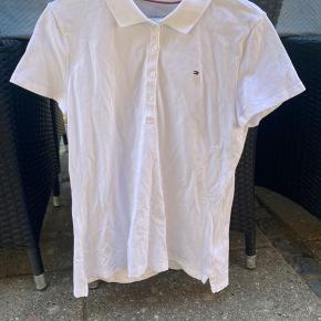 Sælger denne Tommy Hilfiger t shirt polo som fejler ingenting. Trøjen er brugt 3-4 gange. Kom gerne med et bud