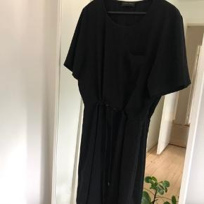 Super fin kjole med snøre i livet