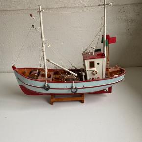 Jeg sælger denne båd, da der desværre ikke er plads i den nye lejlighed. Skriv gerne for pris eller bud.