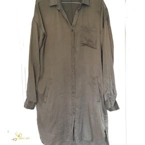 Model Latifa. Skjortekjole i det blødeste silke.