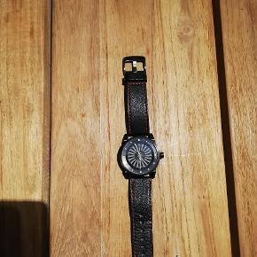 """Zinvo gun metal blade. Første ure med turbine/ sekundviseren er en roterende """"blade""""  Uret blev købt af dailywatches (kendt fra instagram) og er uden boks og kvit, har dog samtalen mellem ham og jeg. Det er kun blevet brugt en håndfuld gange. Nypris 1500,-"""