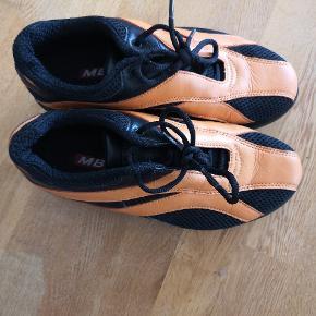 Super smarte sko fra MBT str 37. Træn dine muskler mens du går. Brugt en enkelt gang