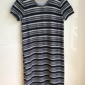 Fin kjole i jerseymateriale - superblød, let at bruge og genial til sommer.