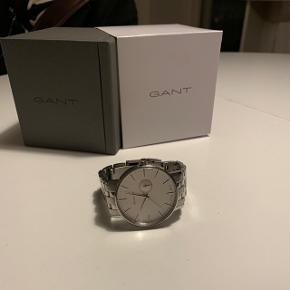 Ur købt i 2018 - sælger grundet nyt ur køb. Uret fejler intet. Det er blevet brugt, men er i meget god stand, med få brugsspor.