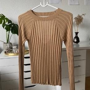 ✨Never worn. ✨Nice cut at the back. ✨Wide sleeves at the end.