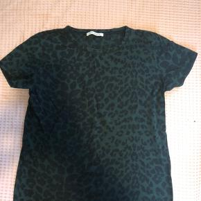 Grøn leo t-shirt. Køber betaler fragt. #SundaySellout