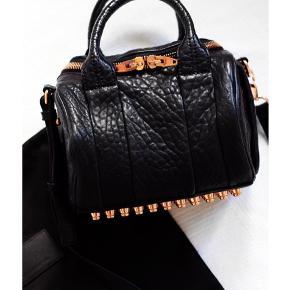 Smuk Alexander Wang mini rockie rose gold taske. Kun brugt en enkelt gang. Byd gerne.